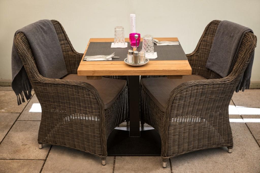 Stůl z masivního dubového dřeva Mateo | 700x700x40mm | Made in Czech