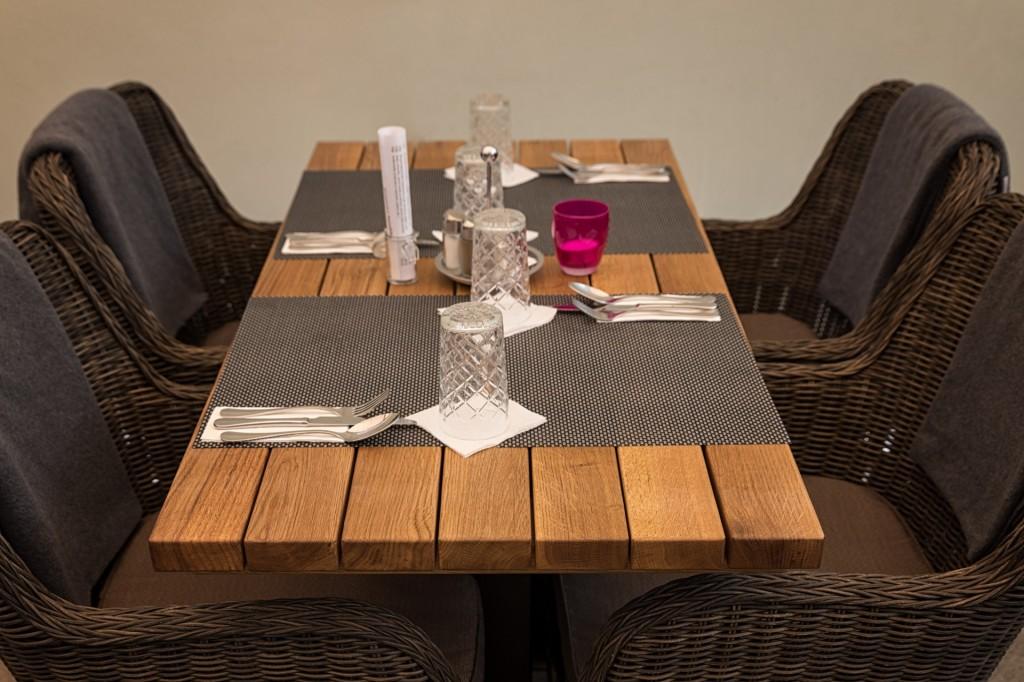 Stůl z masivního dubového dřeva Monterey | 1400x700x40mm | Made in Czech