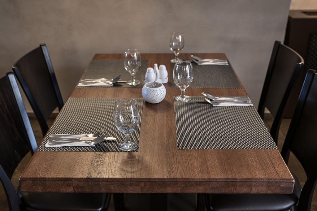 Stůl z masivního dubového dřeva Bruno | 1230x800x53mm | Made in Czech