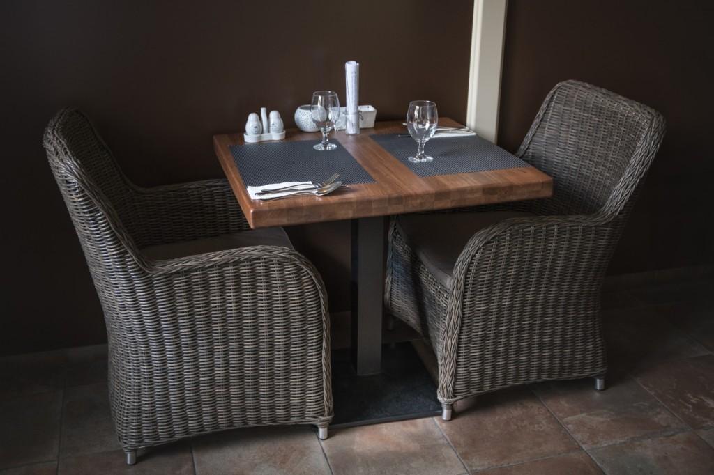 Stůl z masivního dubového dřeva Modesto | 800x800x53mm | Made in Czech