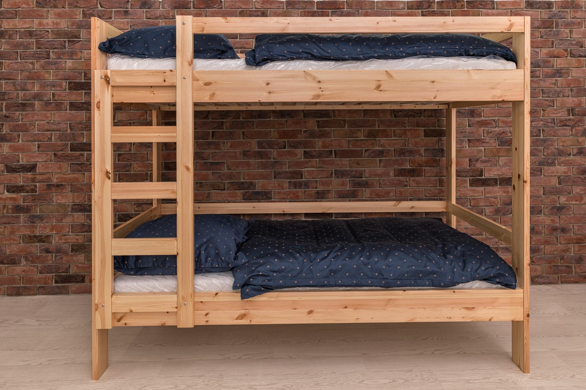 Goleto Patrová postel palanda Pasadena z masivního borovicového dřeva | Made in Czech